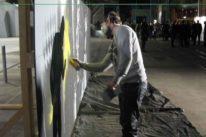 graffiti artist painting live